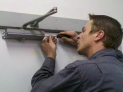 How to adjust door closer