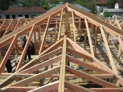 Wooden frame for a gambrel roof