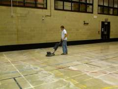 Professional cleaning of vinyl flooring