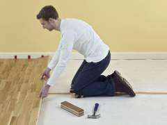 Installation of wood flooring on screed