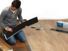 Vinyl self-adhesive flooring