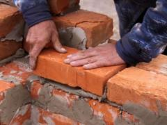The bricklaying with his own hands