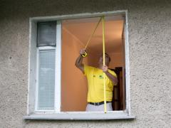 Measure the window opening in a private house