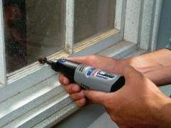 Removing old paint from window frames