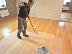 Covered wooden floor varnish