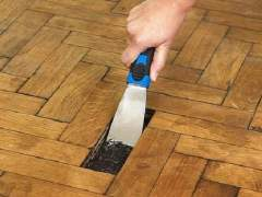 Manual dismantling of the parquet