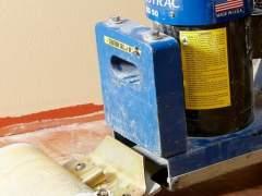Remove vinyl flooring using a special machine