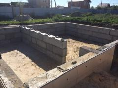 Precast concrete foundation walls