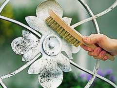 Remove contamination with metallic design