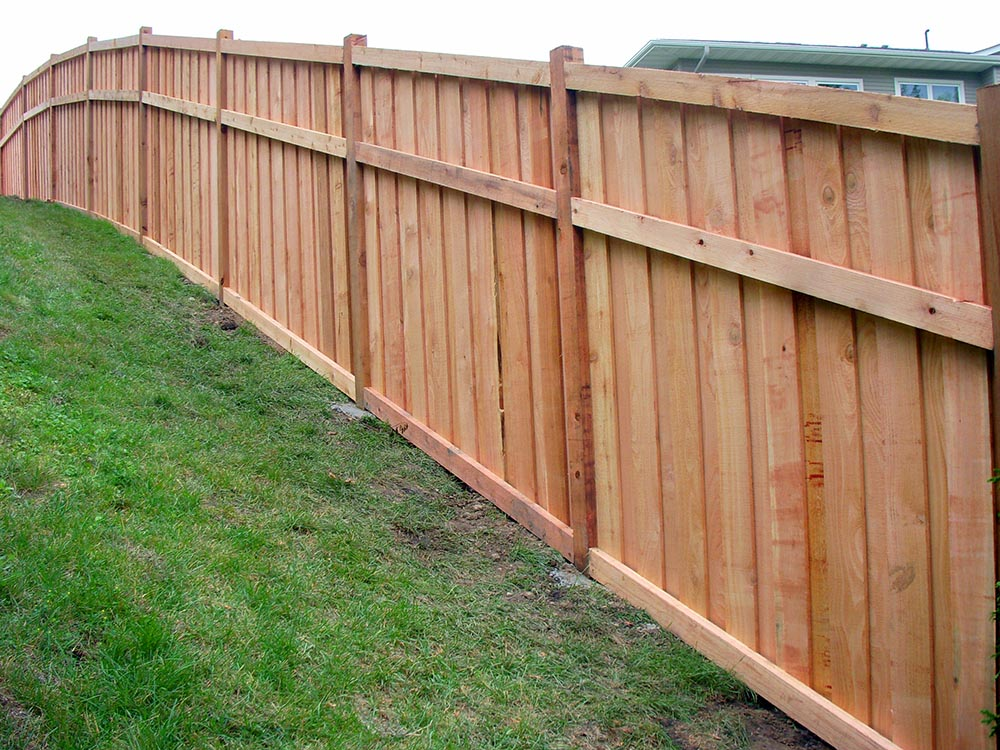 The easiest way of building a privacy fence for your country house with your own hands